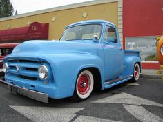 this is pretty, also.  another early 50's Ford truck.