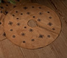 "- Primitive Country Snowflake Christmas Tree Skirt - Very primitive tea stained skirt with stitched black snowflakes - measures 39"" across.....make with burlap and stencil little snowflakes around edge???????"