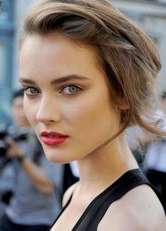 Bold lip, pretty eyes #lipcolorsforbrunettes #lipcolorsbold