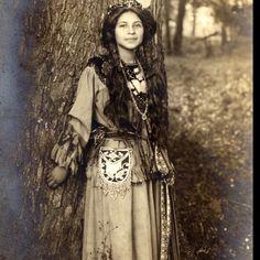 Very beautiful 'Pretty Flower' Seneca Woman 1908 #Native American