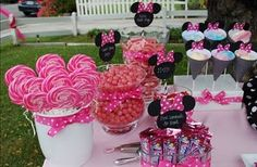 extender idea: little minnie and mickey wood cutout chalkboards for treats
