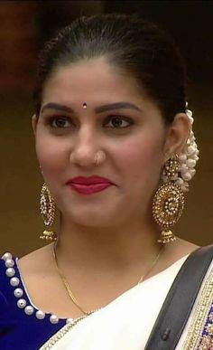 Beautiful Blonde Girl, Beautiful Girl Indian, Most Beautiful Indian Actress, Beautiful Saree, Indian Natural Beauty, Indian Beauty Saree, Turkish Beauty, Indian Sarees, Beauty Full Girl