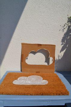 Hier findet ihr eine DIY Anleitung wie ihr eure Kokos Fußmatte selbst bemalen könnt.Dabei heraus kommt ein selbstgestalteter, günstiger Fußabtreter. Fußmatte selber gestalten, Fußmatte selber bemalen,
