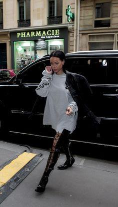 Rihanna wearing Vetements Black Leather Moto Jacket and Vetements Black Leather Moto Jacket Style Rihanna, Mode Rihanna, Rihanna Looks, Rihanna Outfits, Rihanna Riri, Divas, Casual Outfits, Cute Outfits, Looks Street Style