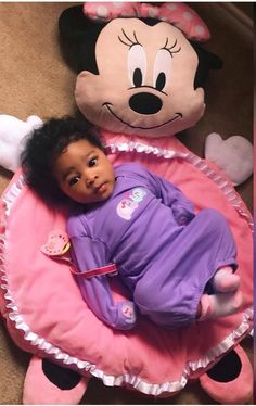 Sweet black babies from each other. Cute Mixed Babies, Cute Black Babies, Black Baby Girls, Beautiful Black Babies, Cute Little Baby, Cute Baby Girl, Pretty Baby, Little Babies, Cute Babies