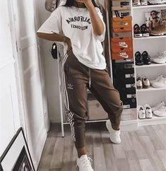 trendy outfits for school ; trendy outfits for summer ; trendy outfits for women ; trendy outfits for fall Cute Lazy Outfits, Teenage Outfits, Chill Outfits, Teen Fashion Outfits, Retro Outfits, Stylish Outfits, Comfy School Outfits, Lazy School Outfit, Spring Outfits