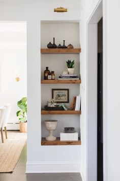 reDesign Home LLC. chunky timber shelves in a wall niche reDesign Home LLC. chunky timber shelves in a wall niche Living Room Shelves, Living Room Storage, Home Living Room, Living Room Decor, Alcove Ideas Living Room, Bedroom Alcove, Kitchen Storage, Food Storage, Storage Ideas