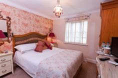 Hamiltons Boutique Accomodation, Southend on Sea showcasing their Tragfalgar room #HildenStyleAwards view their site here: http://hamiltonsboutiquehotel.co.uk/