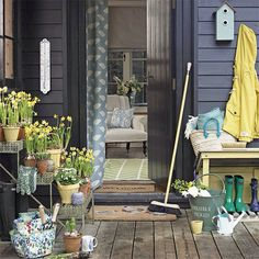 Country garden style w/ wooden decking! Love the accessories..