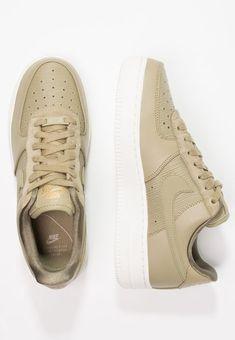 Schoenen Nike Sportswear AIR FORCE 1 '07 LX - Sneakers laag - neutral olive/summit white/med olive/metallic gold olijfgroen: € 114,95 Bij Zalando (op 18-3-18). Gratis bezorging & retour, snelle levering en veilig betalen!