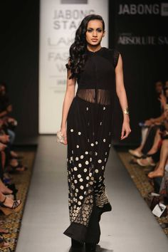 RIDHI MEHRA AT LAKME FASHION WEEK. Shop straight off the runway: www.perniaspopups... #perniaspopupshop #amazing #beautiful #clothes #style #designer #fashion #stunning #trend #new #straightofftherunway #lakmefashion week #winterfestive