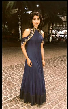 Creation by Sydney Sladen. Indian Wedding Gowns, Indian Gowns, Indian Attire, Indian Outfits, Designer Gowns, Indian Designer Wear, Gala Dresses, Anarkali Dress, Indian Fashion
