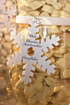 Favors    Having a candy buffet? Use snowflakes to label each treat.