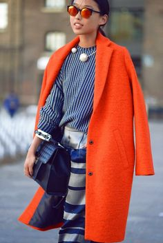 Stylish with an orange coat. Fashion Mode, Look Fashion, Winter Fashion, Womens Fashion, Fashion Trends, Colourful Outfits, Colorful Fashion, Orange Fashion, Mode Statements
