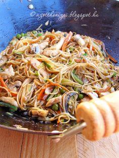 Kínai zöldséges-csirkés tészta Nea módra Thai Recipes, Asian Recipes, Cooking Recipes, Pasta Noodles, Wok, Japchae, Great Recipes, Salads, Food And Drink
