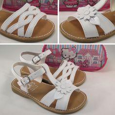 Sandadlias de piel para #niña con plantilla de cuero y cierre de hebilla. Moda en #calzadoinfantil