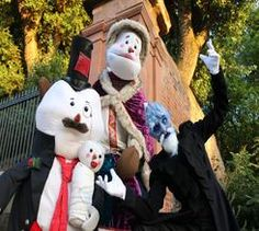 Book the Snowdens as a walkabout act for Christmas themed events in London and the UK.
