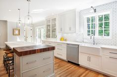 Although the owner would have preferred to use Calacatta marble throughout, it cost too much; she splurged by topping only the eat-in island with the natural stone. The rest of the countertops are made of Caesarstone. | Karen Swanson of New England Design Works