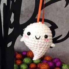 baby ghost amigurumi crochet pattern.  FREE PDF 8/14.