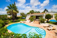 Charming 2 bedroom villa with pool in a private location in #Guia, #Albufeira, #Algarve, #Portugal - http://www.portugalbestproperties.com/component/option,com_iproperty/Itemid,8/id,1377/view,property/
