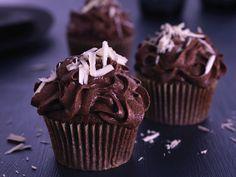 Mørke sjokolademuffins med sjokoladesmørkrem - BREMYKT Muffins, Cupcake, Baking, Desserts, Food, Tailgate Desserts, Muffin, Deserts, Cupcakes