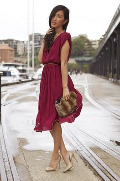 Brick Red Gary Pepper Vintage Dress, Light Brown Thrifted Bag, Gold Gary Pepper Vintage Necklace, Gold Heels