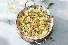 Kijk wat een lekker recept ik heb gevonden op Allerhande! Spaghetti aglio olio met verse kruiden