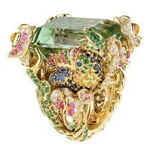 Dior, Victoria de Castellane Mücevher 2014 - Duyguları kışkırtan, markasının izini bırakan, görünmezi görünür yapan,olağan dışı şekilleri, büyüklükleri ve renkleriyle Victoria de Castellane'nin sihrini sanat eseri olarak gösteren Dior mücevherler.