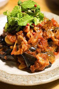 夏のスタミナ!フライパン一つで!「にんにくたっぷり豚バラとナスのトマト煮込み」のレシピ