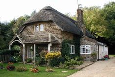 How to Achieve a Cosy Cottage Feel in Your Home | Interior Designing Trends