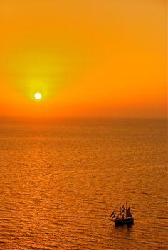 Under an orange colored sky. Image Photography, Nature Photography, Orange Aesthetic, Mediterranean Sea, Mellow Yellow, Beautiful World, Beautiful Places, Orange Color, Orange Sky
