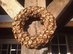Vogelvoer krans noten Burlap Wreath, Bird Feeders, Christmas Wreaths, Holiday Decor, Diy, Pictures, Photograph Album, Bricolage, Burlap Garland