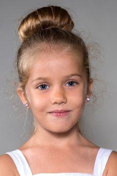 Le chignon danseuse, une coiffure classique et intemporelle pour une petite fille
