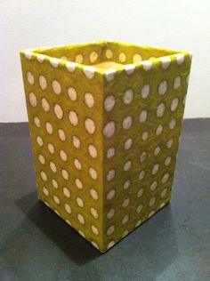Grand pot à crayons en papier maché - Décor papier népalais à pois : Accessoires de maison par estampille-mu
