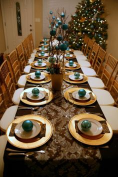 Sophisticated #Christmas Dinner with Ornament Gifts