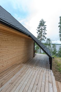 Image 9 of 24 from gallery of Pyramid House / VOID Architecture. Photograph by Timo Laaksonen Architecture Journal, Roof Architecture, Architecture Details, Building Design, Building A House, Pyramid House, House Roof Design, Fibreglass Roof, Modern Roofing