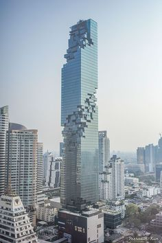 Thailand has the highest skyscraper with on behalf of Mahanakhon. This building is located in the capital Bangkok, near the Chong Nonsi SkyTrain Blog Architecture, Architecture Unique, Baroque Architecture, Futuristic Architecture, Computer Architecture, Neoclassical Architecture, Architecture Panel, Architecture Magazines, Landscape Architecture