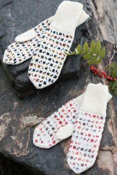 The interesting colourwork mosaic is achieved with a combination of Novita 7 Veljestä Polaris and Novita 7 Veljestä yarns. Fair Isle Knitting, Knitting Socks, Free Knitting, Knitting Wool, Crochet Mittens, Fingerless Mittens, Loom Knitting Patterns, Knitting Tutorials, Wrist Warmers