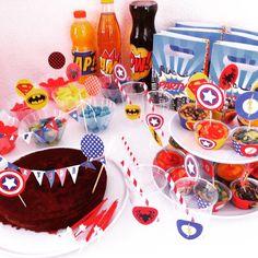 Anniversaire Super-Héros, gateau captain america, wrappers Super-héros, toppers Super-héros, fanions Super-héros, table Super-héros, sweet table Super-heros, captain america cake, caissettes super-héros, déco table super-héros