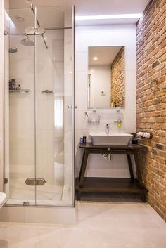 Душевые кабины: 60+ практичных решений, которые преобразят ванную комнату http://happymodern.ru/dushevye-kabiny-v-malenkix-vannyx-44-foto-udobnoe-i-praktichnoe-reshenie/ Кирпичная кладка в интерьере маленькой ванной