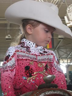 Horse Show Style very cute little girl who is starting out young loving and riding a magnificent horse.all horses are magnificent to me! Western Show Clothes, Horse Show Clothes, Rodeo Clothes, Horse Clothing, Western Outfits, Little Cowboy, Cowboy And Cowgirl, Cowgirl Style, Country Girl Style