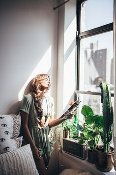 Tessa Barton x UO Home – Art Photography Photography Women, Lifestyle Photography, Portrait Photography, Home Shooting, Shooting Photo, Indoor Shooting, Urban Outfitters Room, Boudoir, Poses References