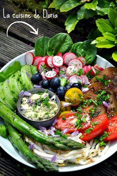 """Aujourd'hui, je vous propose un """"Buddha bowls"""" qui est la nouvelle tendance alimentaire healthy, végétarienne ou végan. Ce sont de délicieuses salades composées mais la présentation se fait dans un bol. C'est une tendance très connue aux USA et ma fille..."""
