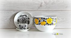 Arabia Enamel & Arabia Porcelain  Yellow Rose & Black Rose Do you see the similarity in them? Though there is no proof to support this argument - I strongly believe this yellow rose is the artwork of Esteri Tomula. Black Rose is definitely her work.