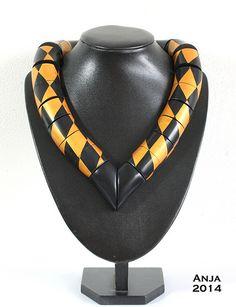 Bakelite Art Deco necklace.