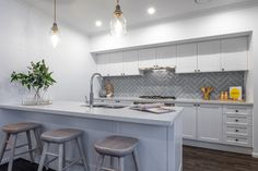 How stunning is this Hamptons style kitchen?