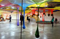 El camino de la liebre y el erizo.: Espacio para jugar Reggio Emilia, School Exhibition, Yayoi Kusama, Learning Spaces, Visual Merchandising, Projects For Kids, Installation Art, Childcare, Fair Grounds