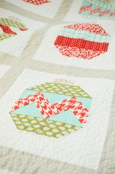 modern holiday quilt. Christmas is coming so soon! I lovevthese ornaments and you could do so much for the quilting