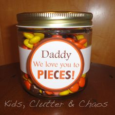 Cute free printable for Father's Day love you to pieces pinspiration giving candy as a gift for dads day fathers day DIY tutorial gifts that kids can make for their dads free printables for father's day homemade gift ideas for guys Holiday Fun, Holiday Crafts, Christmas Gifts, Holiday Ideas, Christmas Ideas, Daddy Day, Daddy Daughter, Happy Father's Day Husband, Happy Daddy