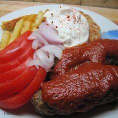 Kebab with tomato sauce and yogurt - Kebab giaourtlou or Γιαουρτλού Κεμπάπ Greek House, Group Meals, Greek Recipes, Tomato Sauce, Bon Appetit, Yogurt, Clever, Bbq, Good Food